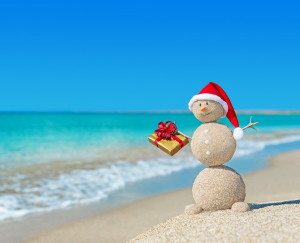 santa-present-beach-reduced